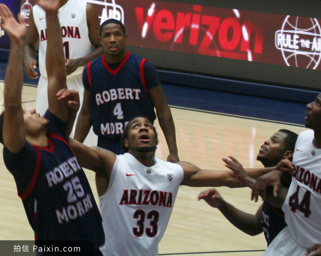 A Battle Under the Net in an Arizona Basketbal